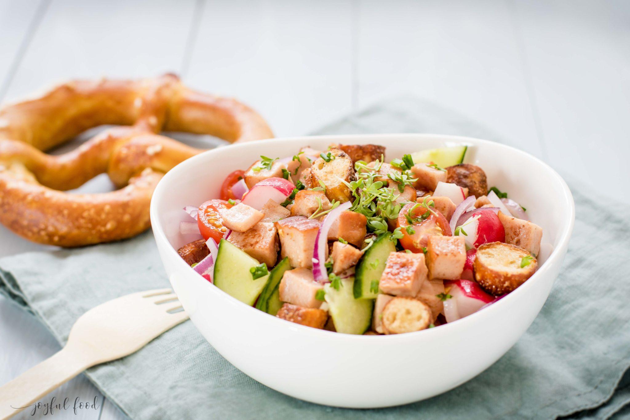 Knuspriger Lerberkäse Brezen Salat Bayerisch Und Deftig Joyful Food