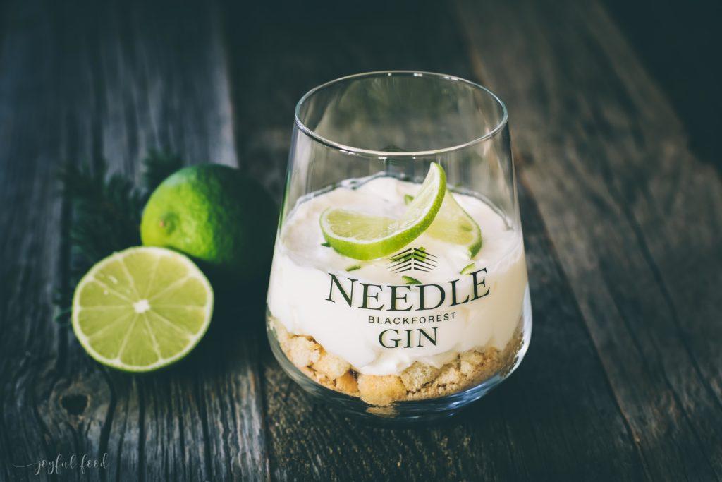 Süße Gin Tonic Dessert Versuchung im Glas mit Needle Gin